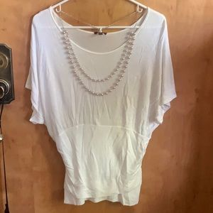 White fired waist top with pearl necklace